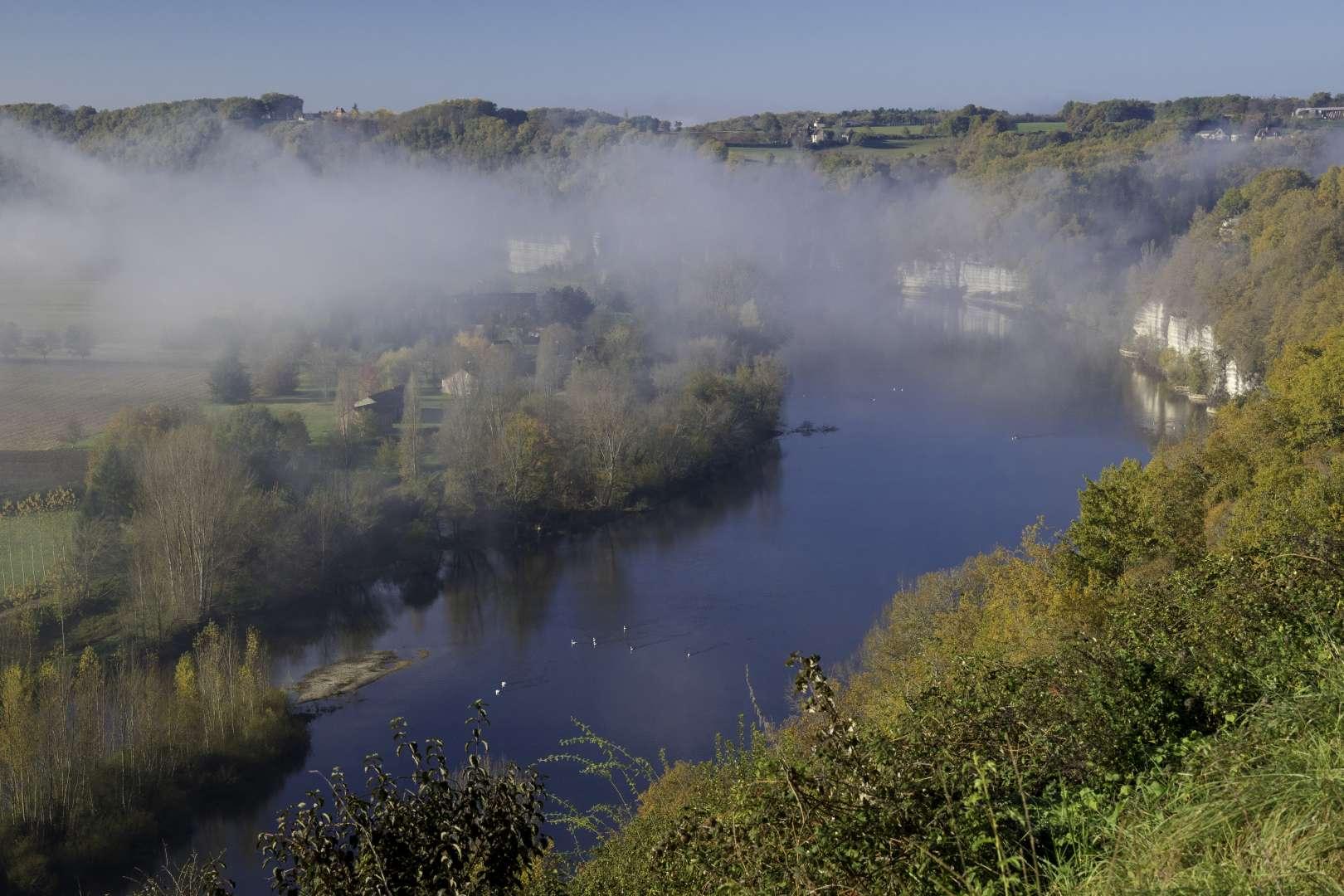 Dordogna  romantica in autunno: les cingles di Tremolat con la nebbia