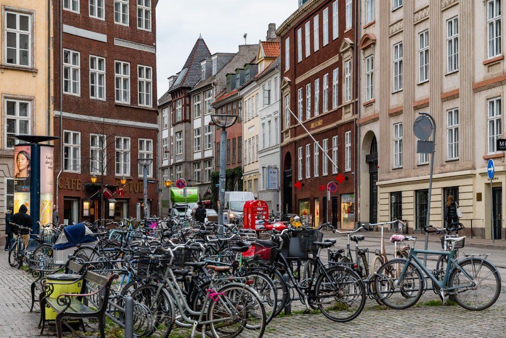 biciclette parcheggiate a Copenaghen