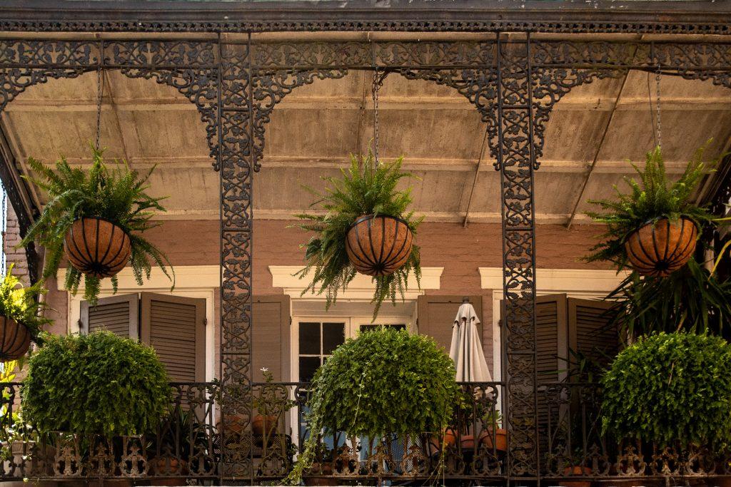 dettaglio delle balconate in ferro battuto