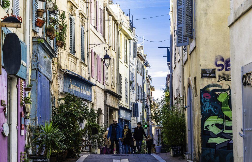 case alte e strette nella migliore tradizione mediterranea