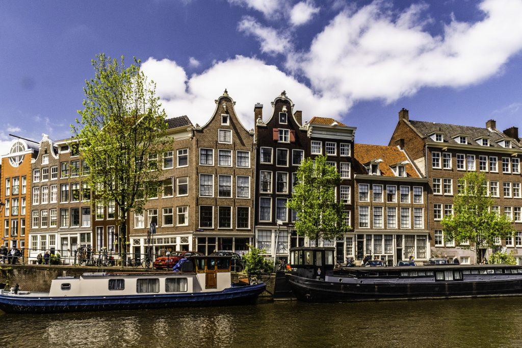 case lungo i canali di Amsterdam