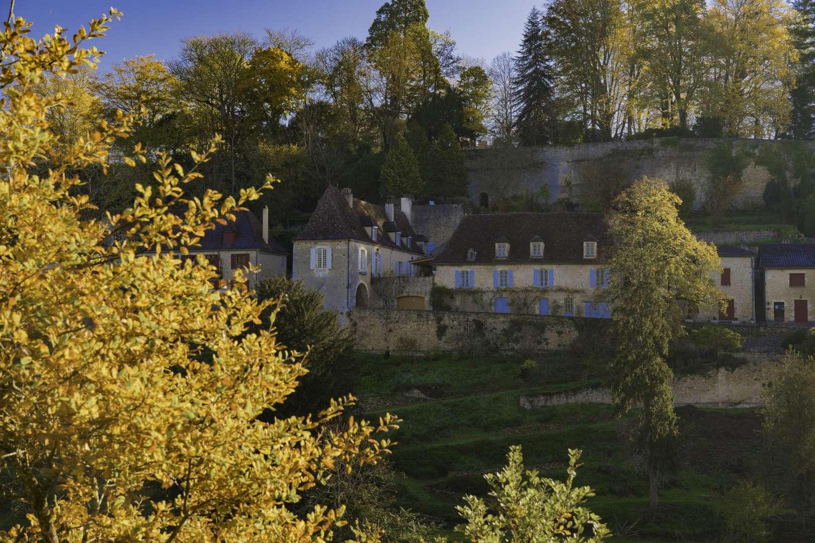 il castello di Limeuil tra gli alberi