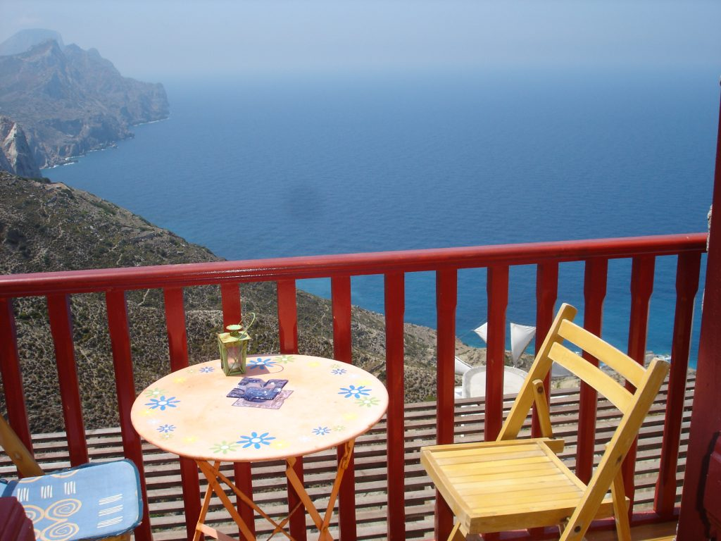 isole greche un balconcino sospeso nel blu