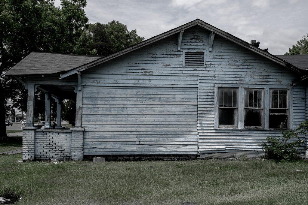 Selma si trova in una delle zone più povere degli Stati Uniti, ci sono ancora case in legno molto vecchie e fatiscenti