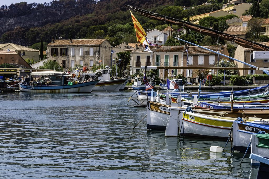 il porticciolo di Saint Mandrier con le sue barche tradizionali chiude a Sud la rada di Tolone