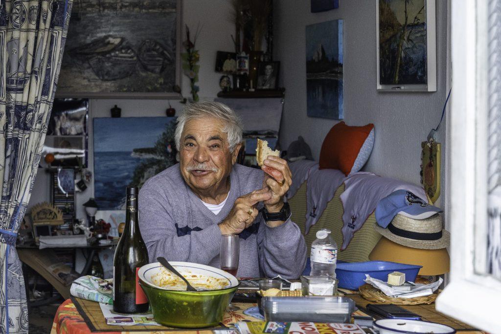 un pescatore nella sua casa alla Pointe Courte