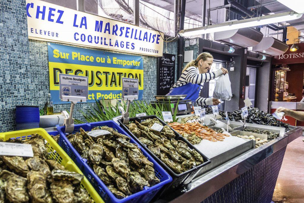 ostriche e frutti di mare al mercato di Sète