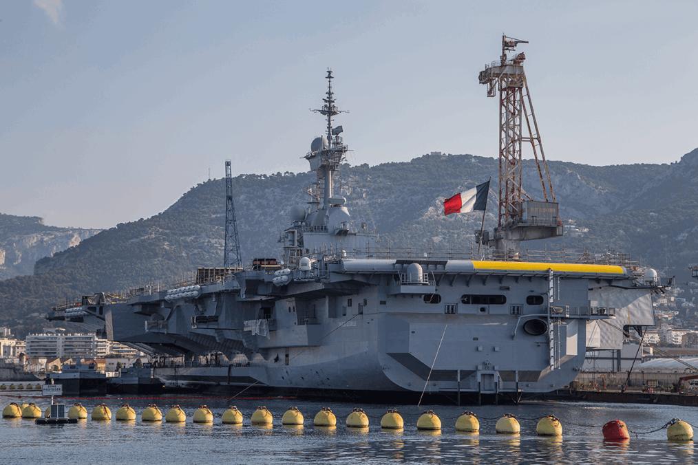 nave militare nel porto di Tolone