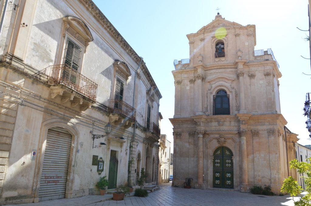 una delle tante bellissime chiese di Scicli