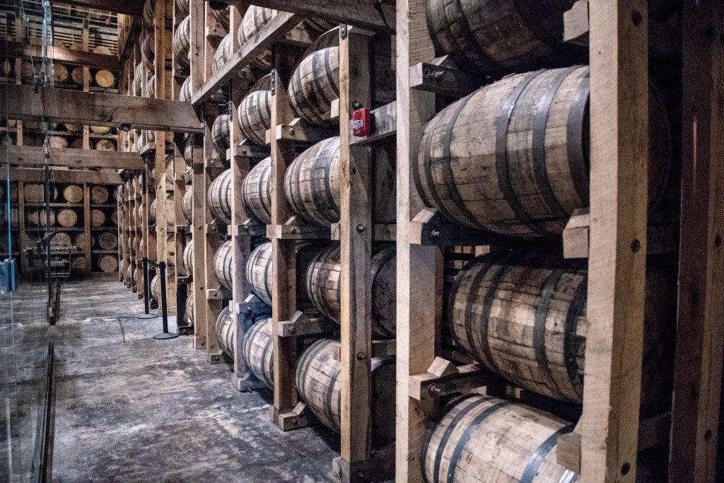 le botti dove invecchia il whiskey