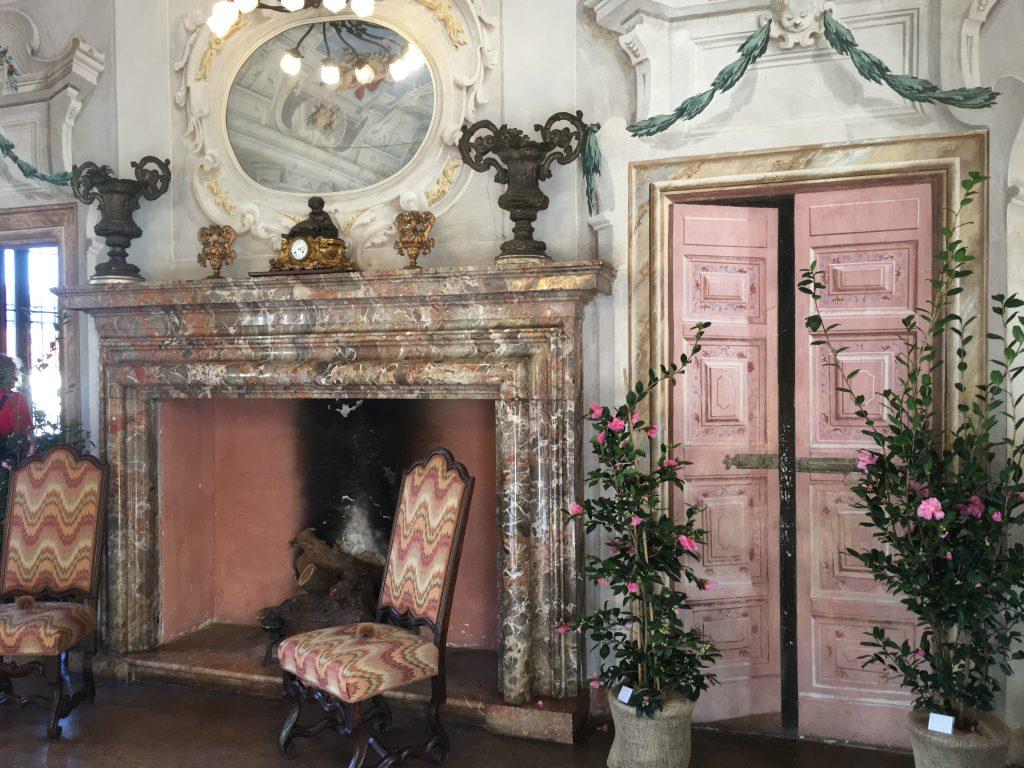 il salone delle feste al piano terra di Villa Della Porta Bozzolo