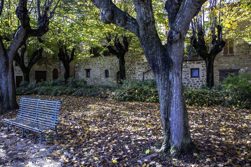la Piazza della meditazione a Bettona, con vista meravigliosa su Assisi