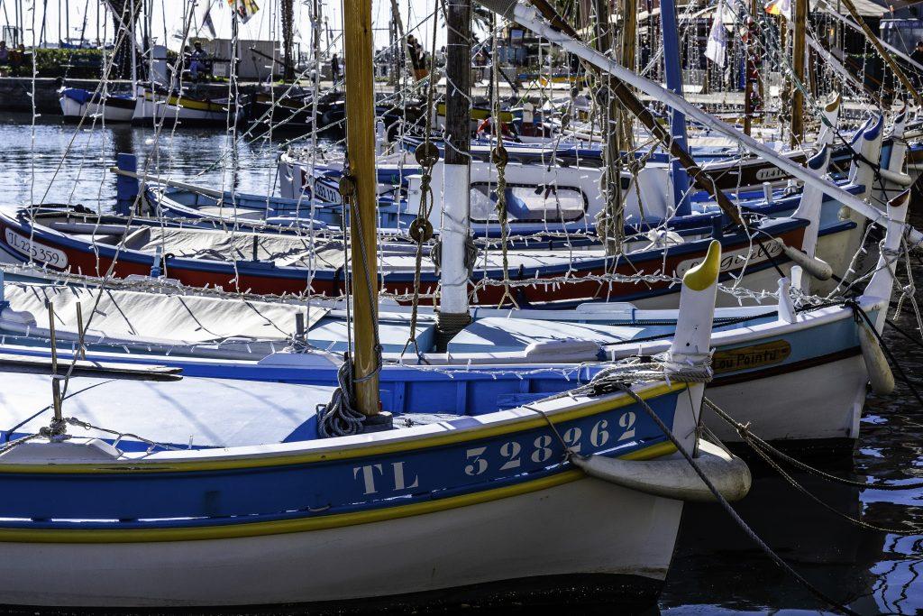 le barche storiche dei pescatori, ormaggiate a Sanary-sur-mer
