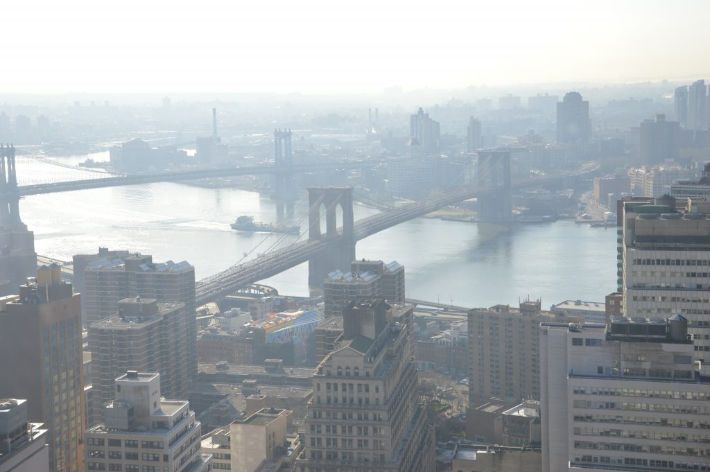 il ponte di Brooklyn collega Manhattan al distretto i Brooklyn