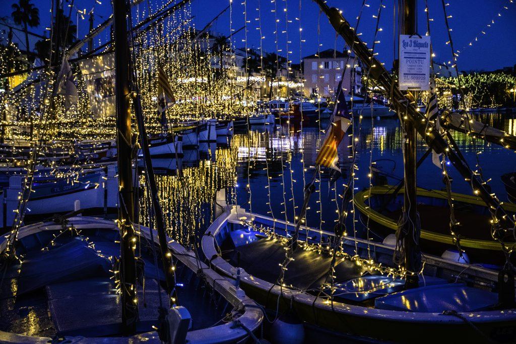 le barche illuminate nel porto di Sanary-sur-mer