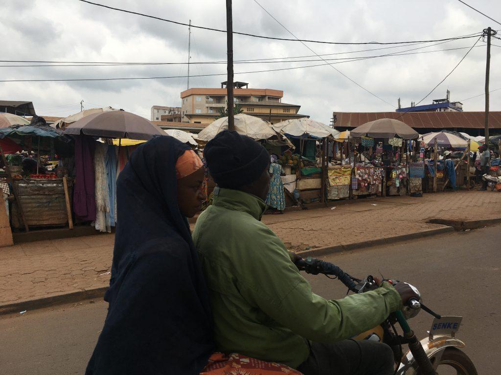 Musulmani e cristiani convivono pacificamente in Cameroun