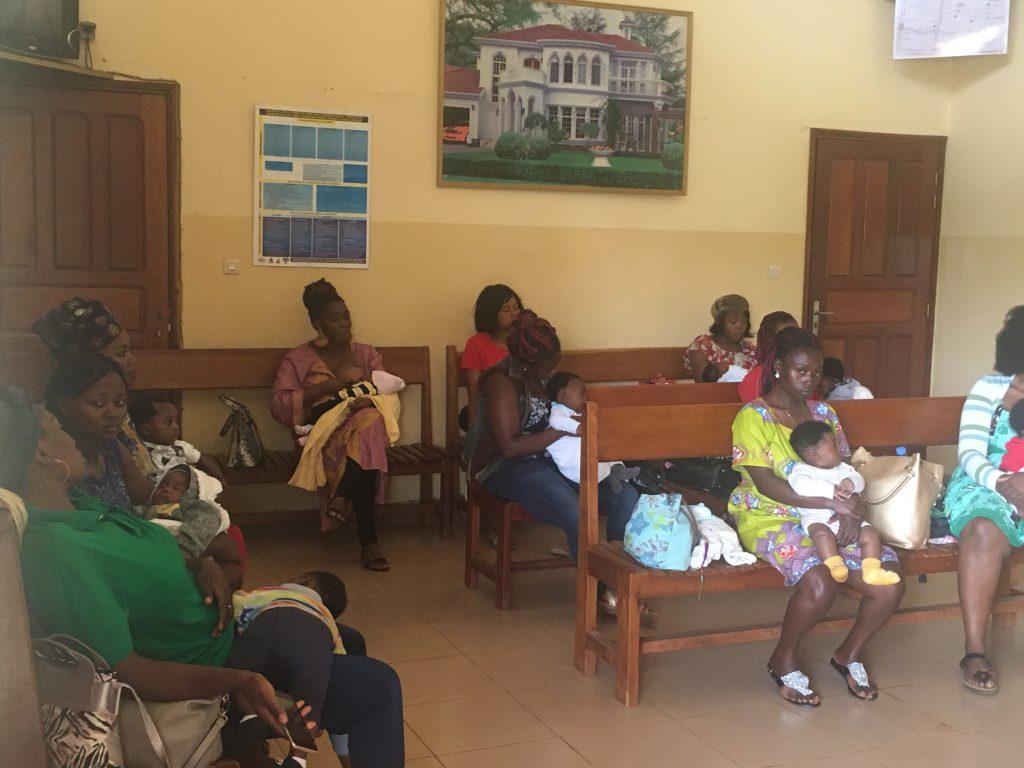 il primo giorno della mia esperienza di  volontariato all'ospedale, inizia con i vaccini