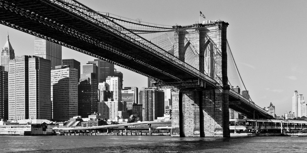 immagine d'epoca del ponte di Brooklyn