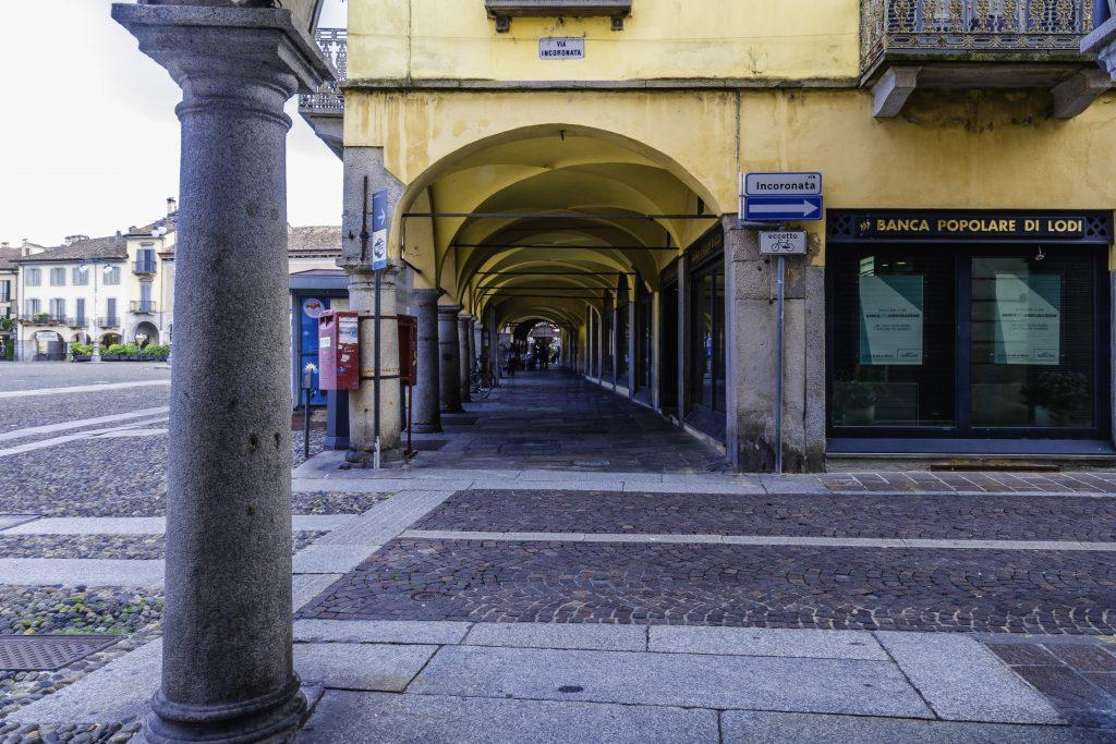 i portici della Piazza di Lodi