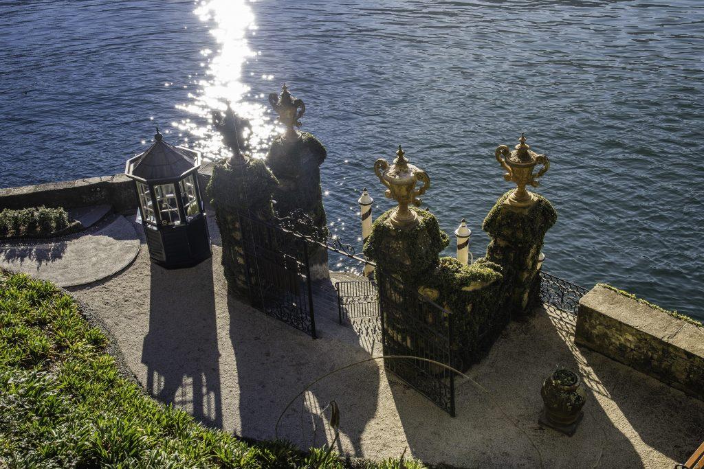 la piccola darsena di Villa Balbianello, scenografico arrivo dal lago