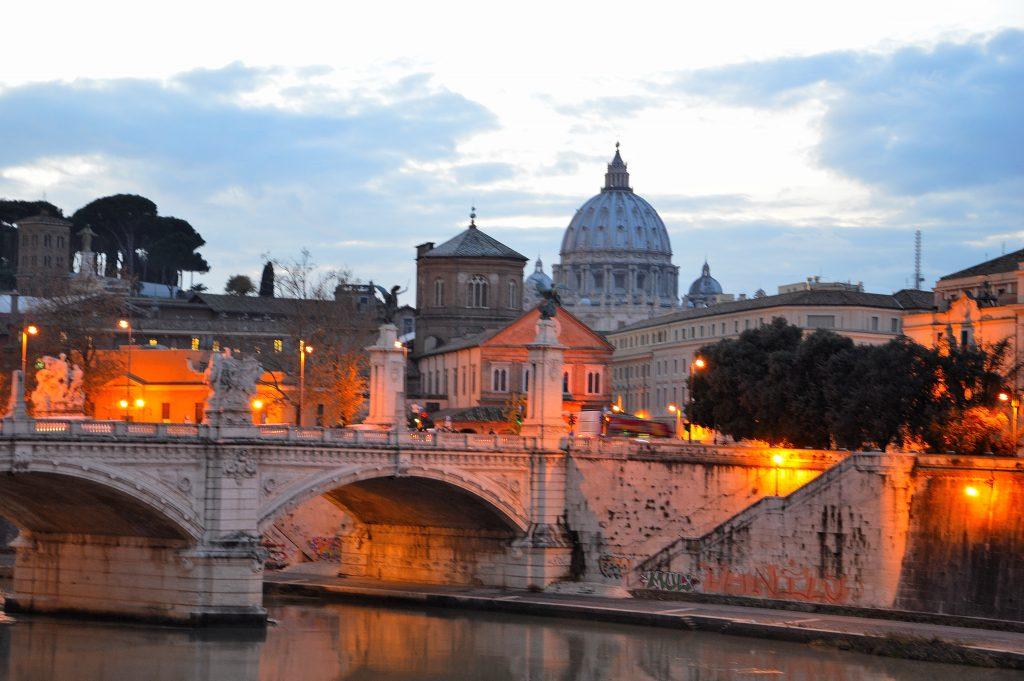 un romantico tramonto a Roma