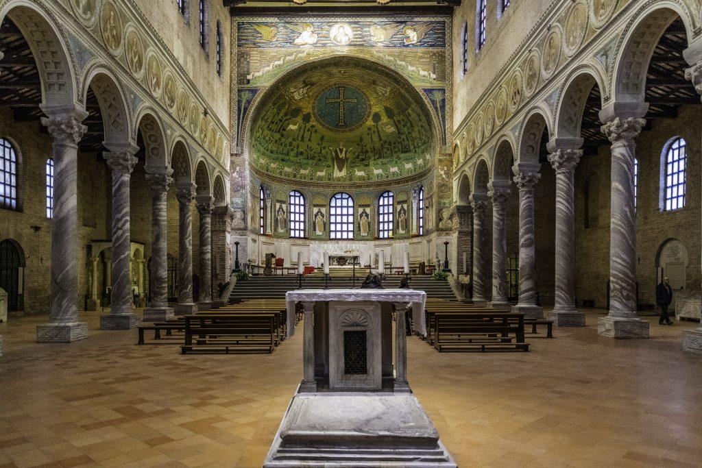 uno dei più conosciuti mosaici di Ravenna, quello di Sant'Apollinare in Classe