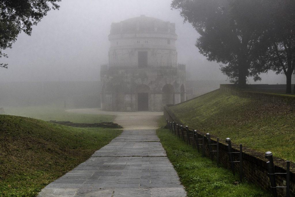 Il Mausoleo di Teodorico nella nebbia