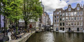 Le bellissime case lungo i canali di Amsterdam
